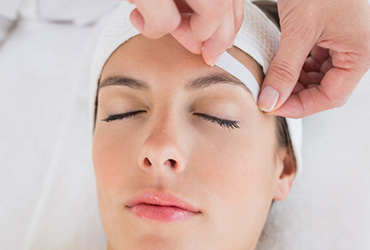 forehead-waxing-manjit-beauty-salon